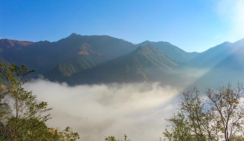 白滝から見た山々と雲海